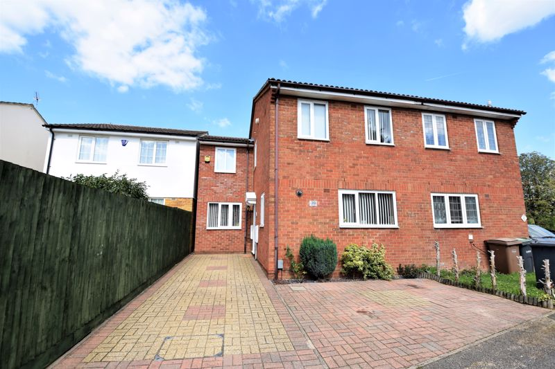 3 bedroom Semi-Detached  to buy in Hedley Rise, Luton - Photo 16