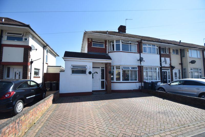 3 bedroom End Terrace to buy in Elmore Road, Luton