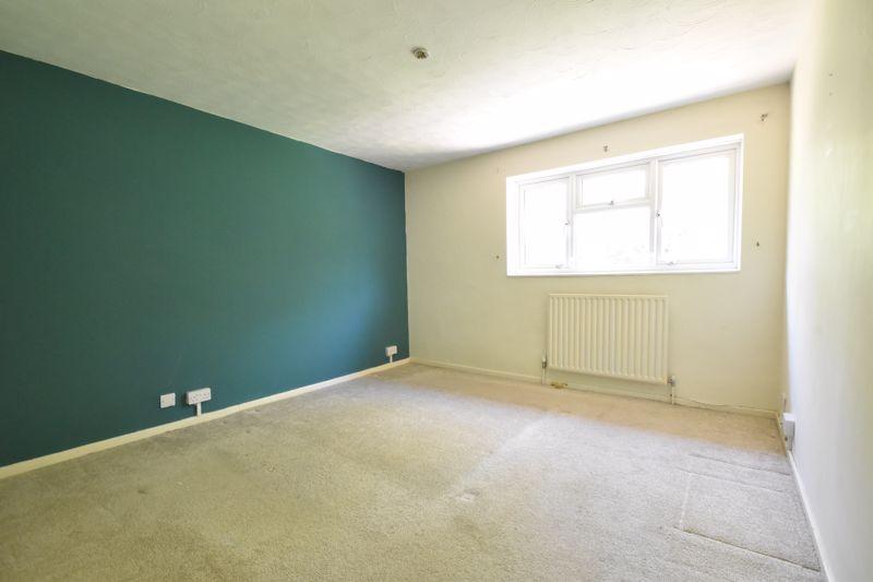 3 bedroom Mid Terrace to buy in Bedford Road, Dunstable - Photo 16