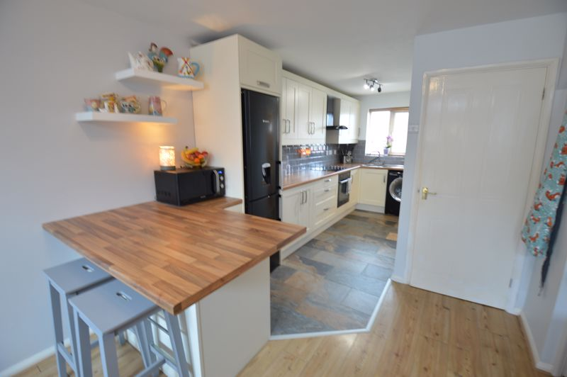 2 bedroom  to buy in Chalkdown, Luton - Photo 2