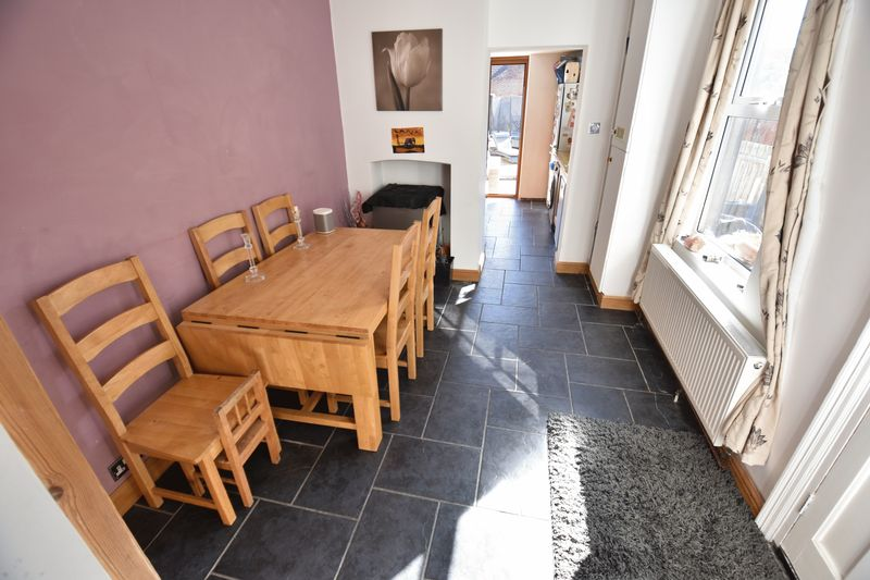 2 bedroom Mid Terrace to buy in Newcombe Road, Luton - Photo 5