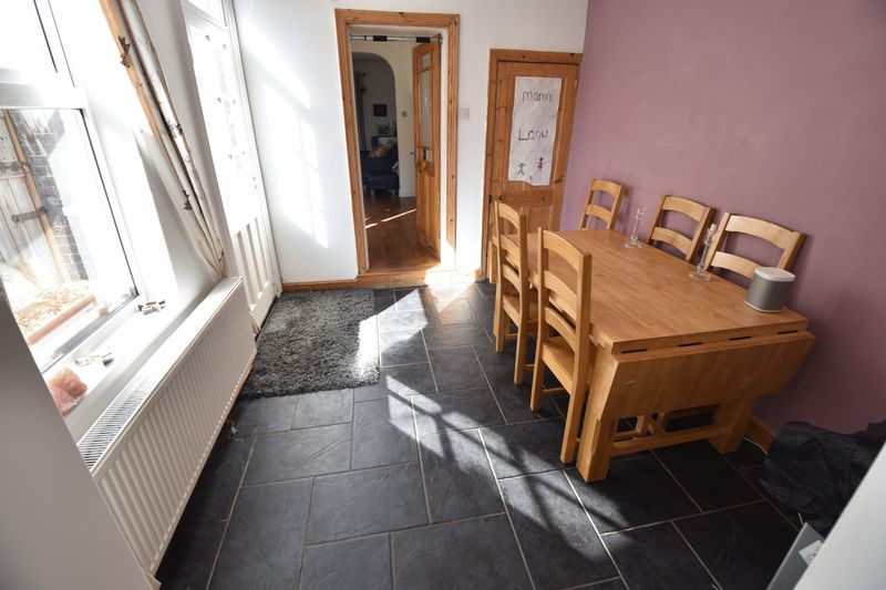 2 bedroom Mid Terrace to buy in Newcombe Road, Luton - Photo 6