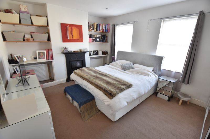 2 bedroom Mid Terrace to buy in Newcombe Road, Luton - Photo 9