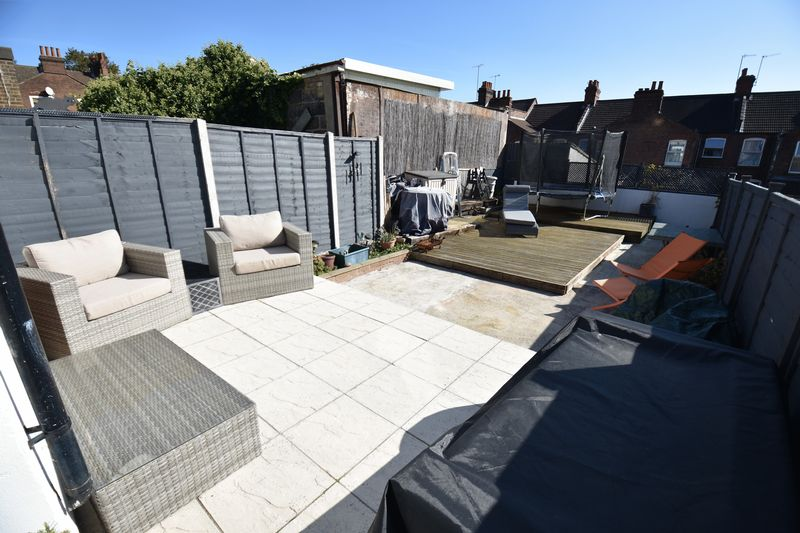 2 bedroom Mid Terrace to buy in Newcombe Road, Luton - Photo 13
