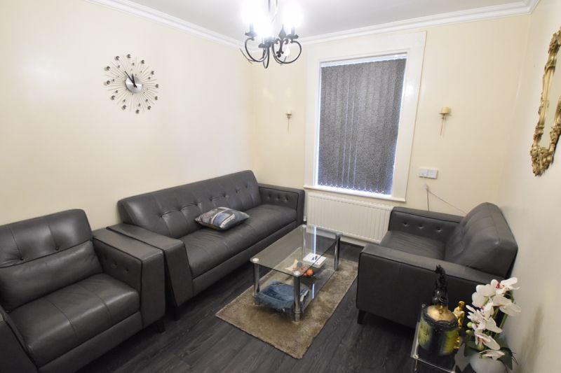 3 bedroom Mid Terrace to buy in Wimborne Road, Luton - Photo 1