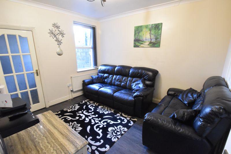 3 bedroom Mid Terrace to buy in Wimborne Road, Luton - Photo 2