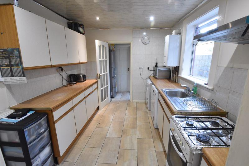 3 bedroom Mid Terrace to buy in Wimborne Road, Luton - Photo 3