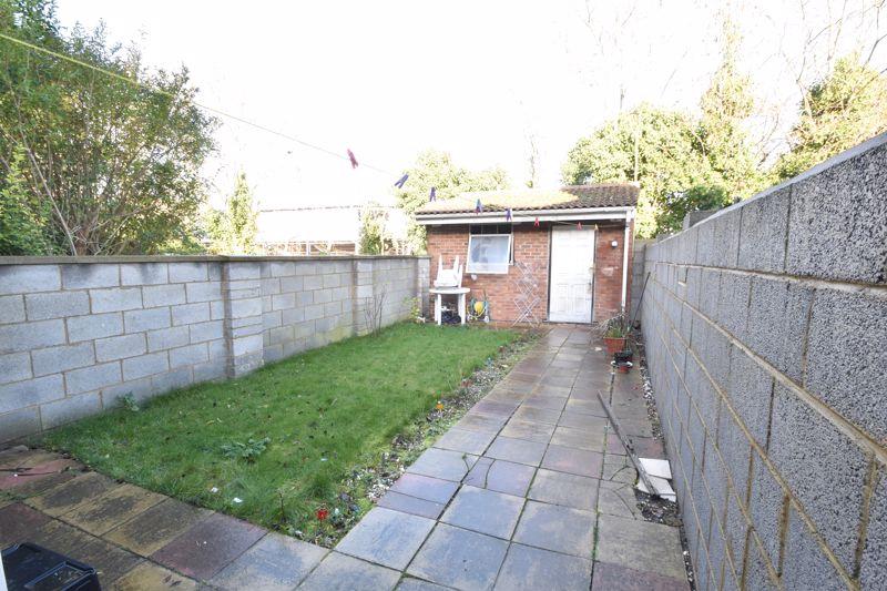3 bedroom Mid Terrace to buy in Wimborne Road, Luton - Photo 5