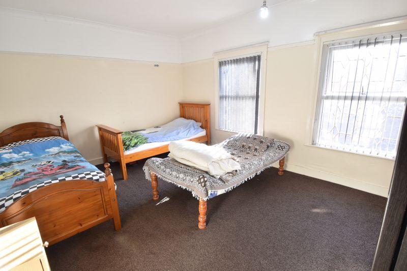 3 bedroom Mid Terrace to buy in Wimborne Road, Luton - Photo 10
