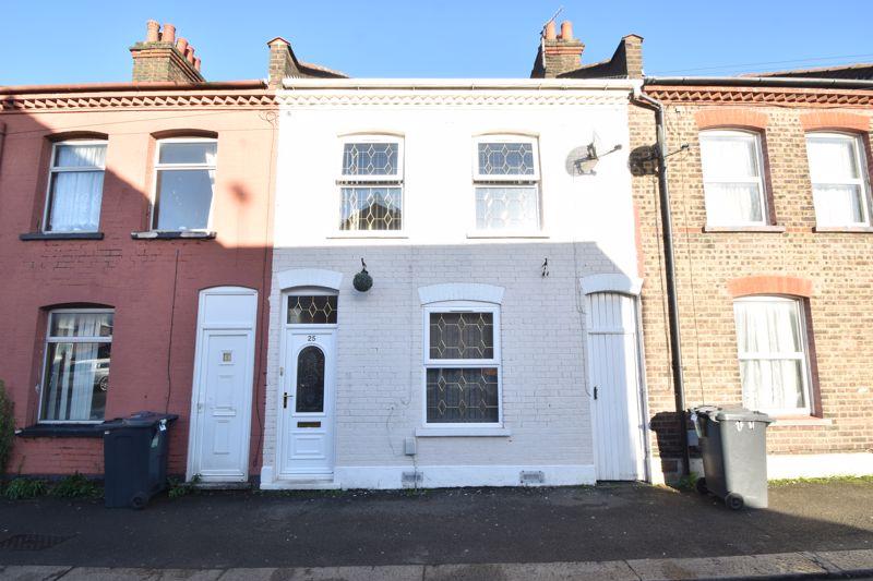 3 bedroom Mid Terrace to buy in Wimborne Road, Luton