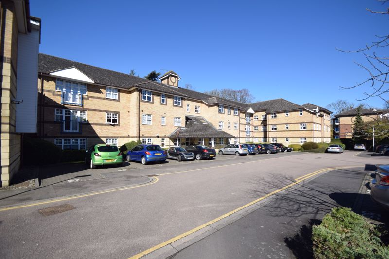 2 bedroom Flat to buy in Barons Court, Earls Meade, Luton - Photo 18