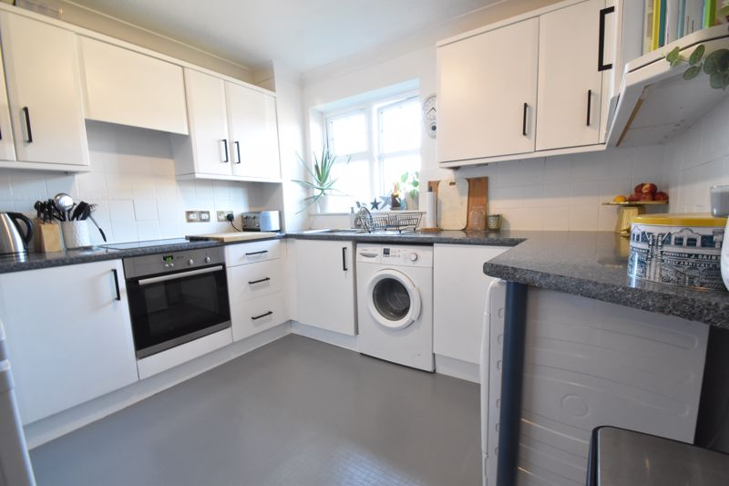 2 bedroom Flat to buy in Barons Court, Earls Meade, Luton - Photo 1