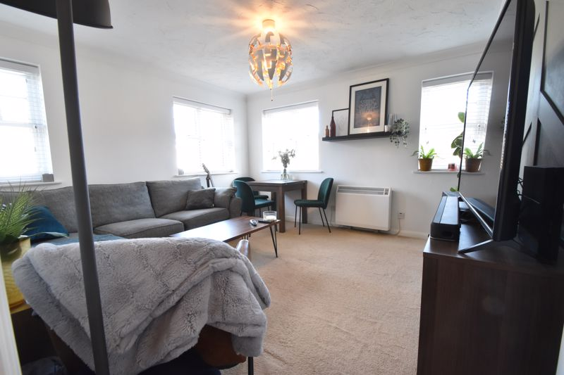2 bedroom Flat to buy in Barons Court, Earls Meade, Luton - Photo 10