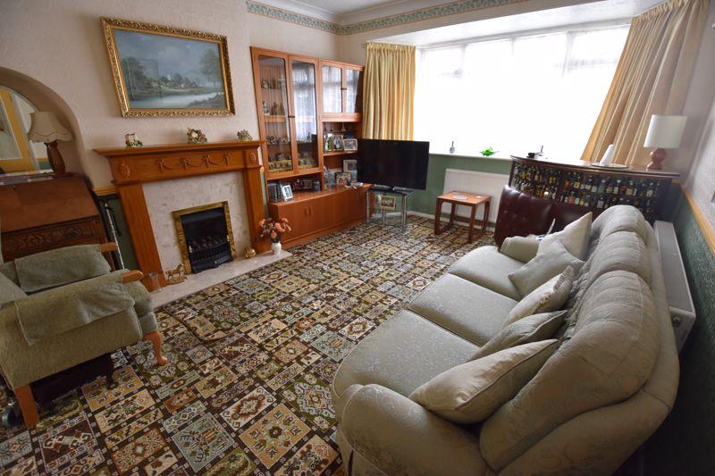 3 bedroom Semi-Detached  to buy in Shelton Way, Luton - Photo 1