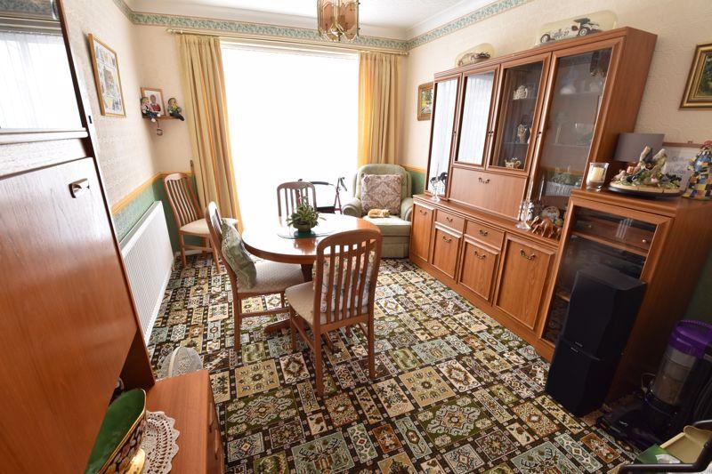 3 bedroom Semi-Detached  to buy in Shelton Way, Luton - Photo 2