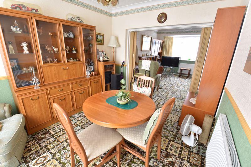 3 bedroom Semi-Detached  to buy in Shelton Way, Luton - Photo 3