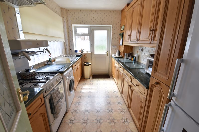 3 bedroom Semi-Detached  to buy in Shelton Way, Luton - Photo 5