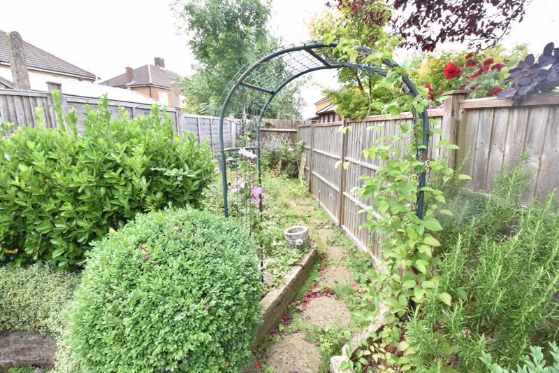 3 bedroom Semi-Detached  to buy in Shelton Way, Luton - Photo 12