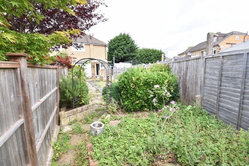 3 bedroom Semi-Detached  to buy in Shelton Way, Luton - Photo 13
