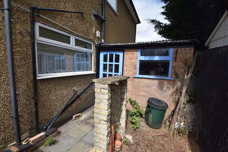 3 bedroom Semi-Detached  to buy in Shelton Way, Luton - Photo 15