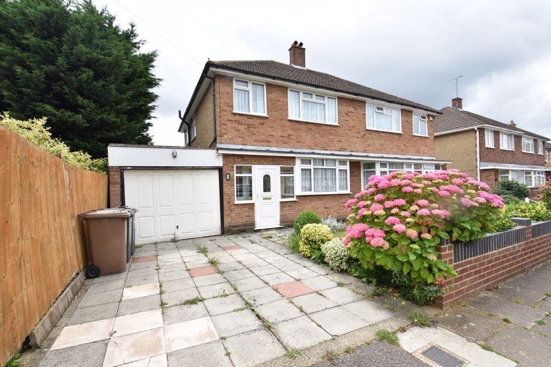 3 bedroom Semi-Detached  to buy in Shelton Way, Luton