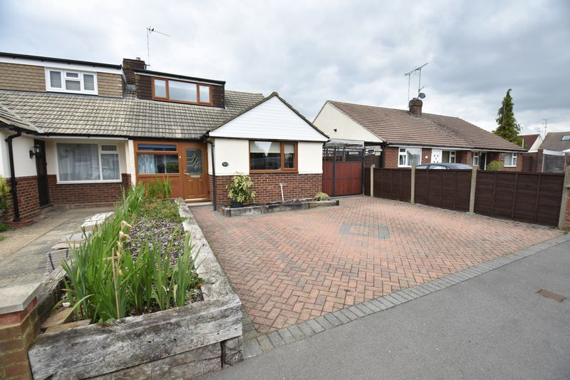 2 bedroom Bungalow to buy in Gooseberry Hill, Luton