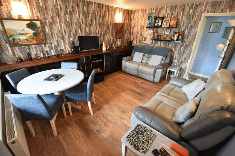 2 bedroom Bungalow to buy in Gooseberry Hill, Luton - Photo 6