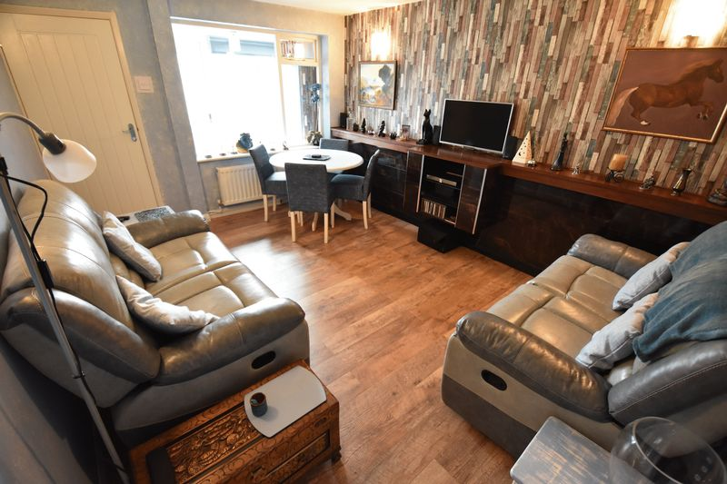 2 bedroom Bungalow to buy in Gooseberry Hill, Luton - Photo 7