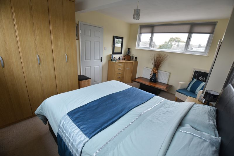 2 bedroom Bungalow to buy in Gooseberry Hill, Luton - Photo 12