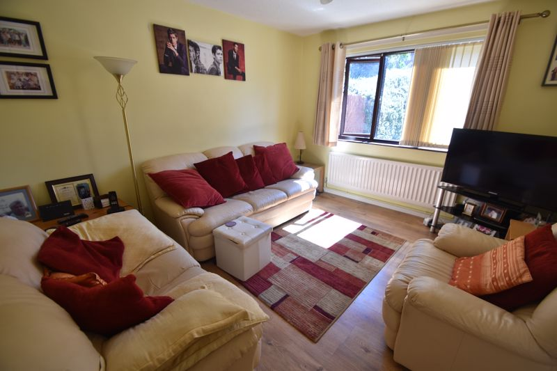 2 bedroom Mid Terrace to buy in Albion Court, Luton - Photo 2