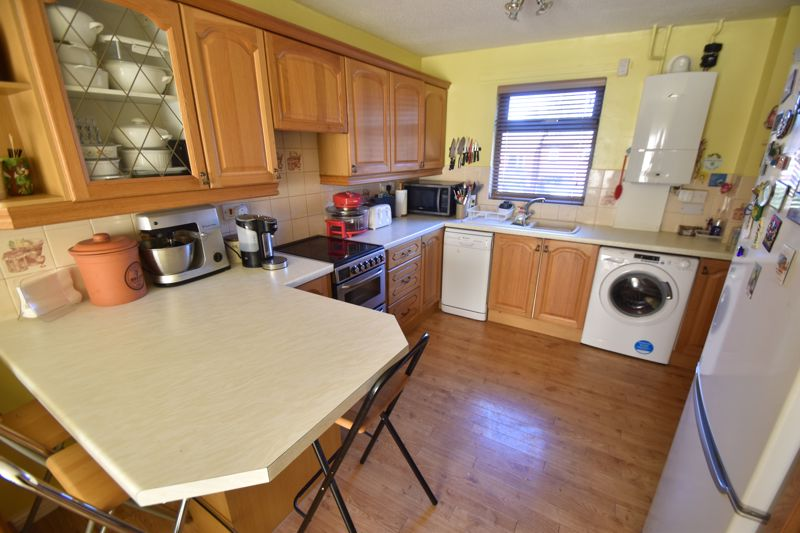 2 bedroom Mid Terrace to buy in Albion Court, Luton - Photo 3