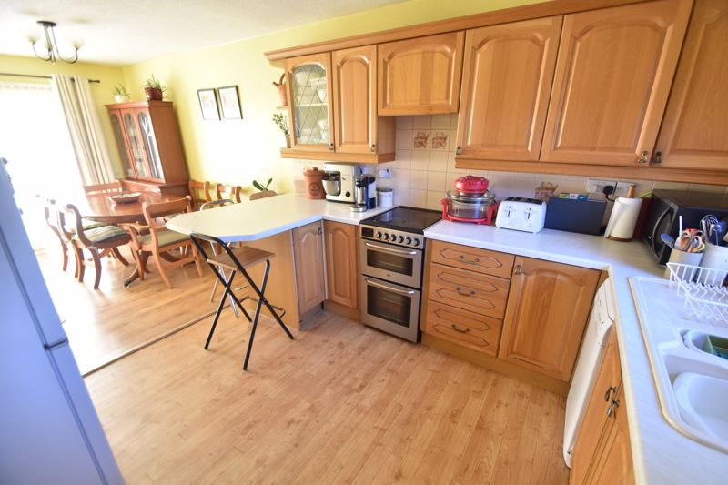 2 bedroom Mid Terrace to buy in Albion Court, Luton - Photo 4