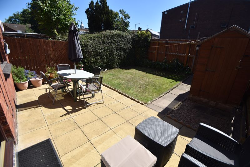 2 bedroom Mid Terrace to buy in Albion Court, Luton - Photo 11