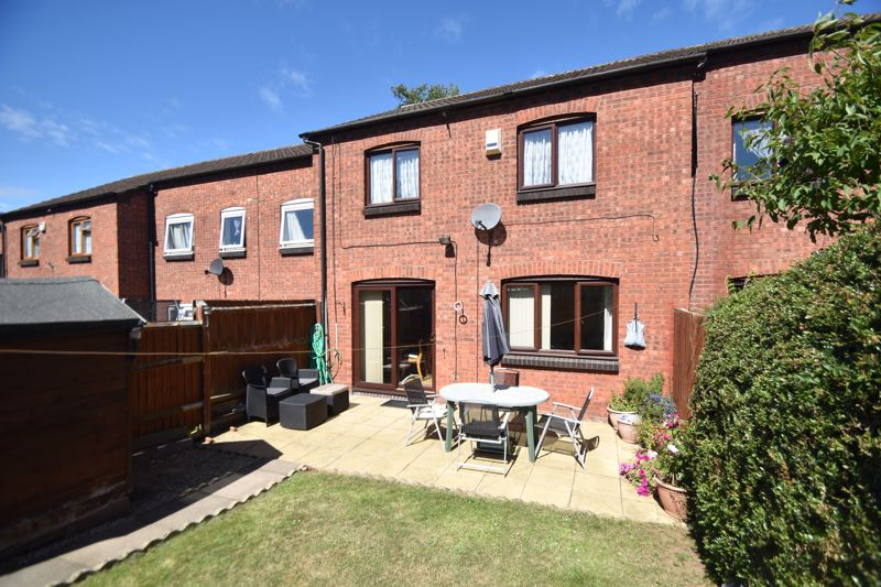 2 bedroom Mid Terrace to buy in Albion Court, Luton - Photo 13
