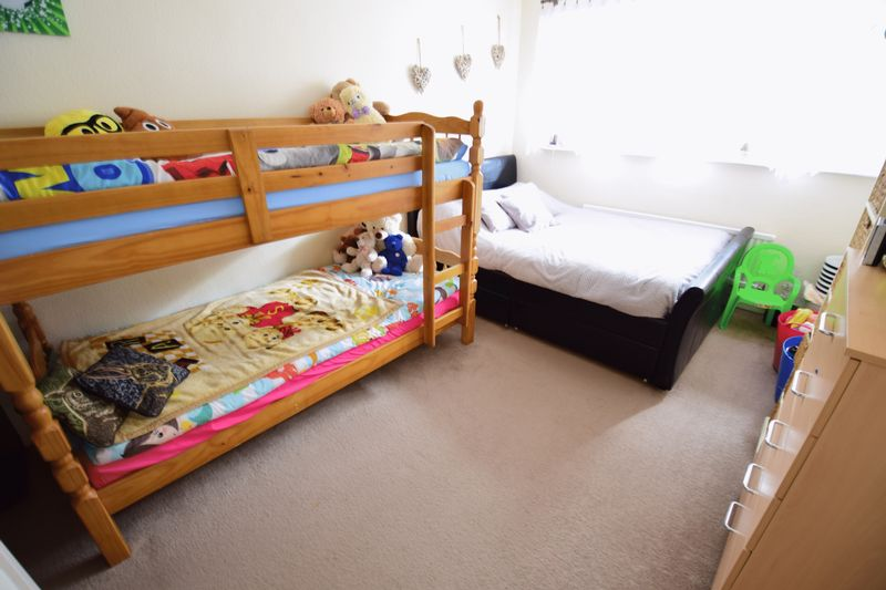 3 bedroom  to buy in Seabrook, Luton - Photo 1