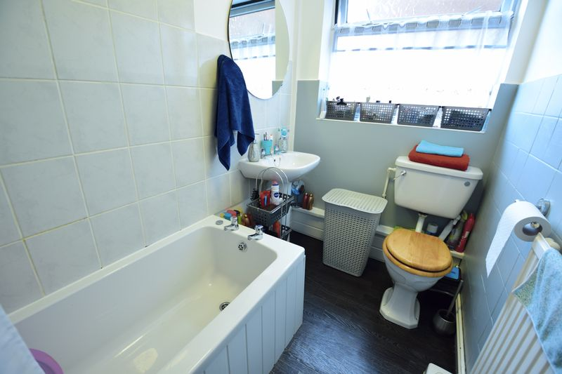 3 bedroom  to buy in Seabrook, Luton - Photo 4