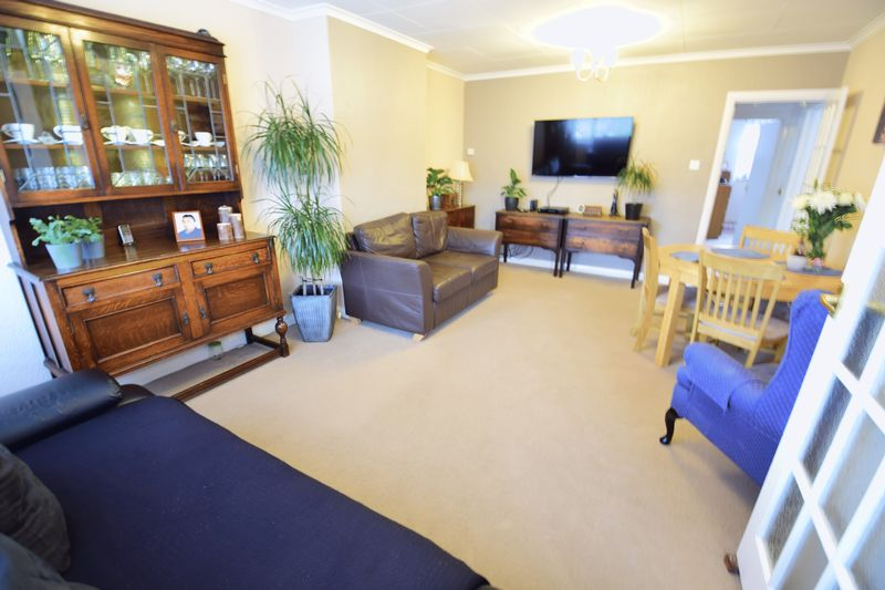 3 bedroom  to buy in Seabrook, Luton - Photo 6