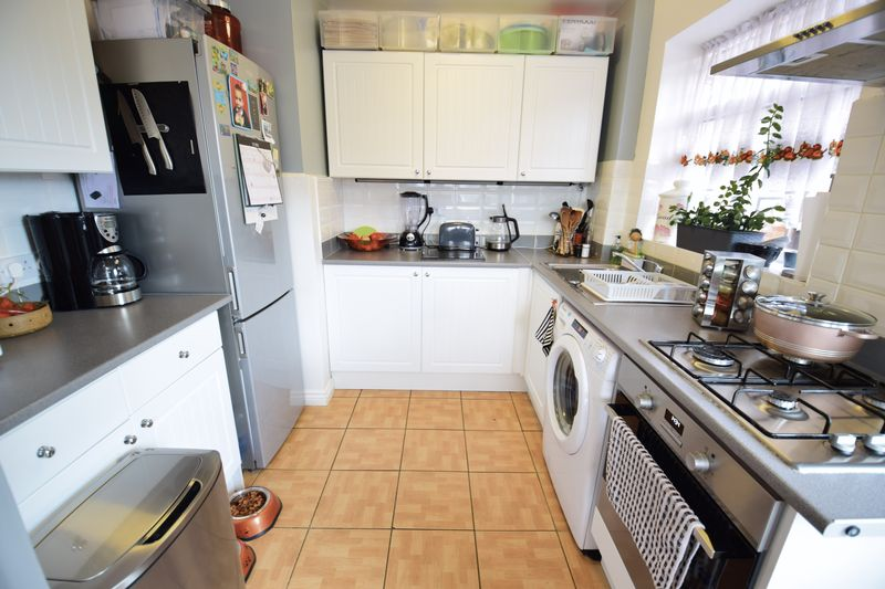 3 bedroom  to buy in Seabrook, Luton - Photo 7