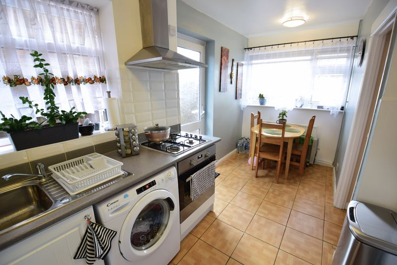 3 bedroom  to buy in Seabrook, Luton - Photo 8