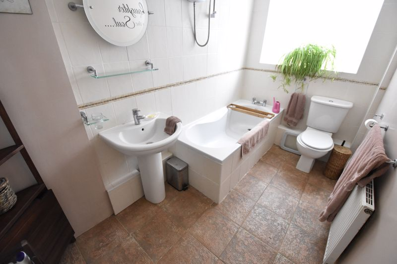3 bedroom Semi-Detached  to buy in Saywell Road, Luton - Photo 9