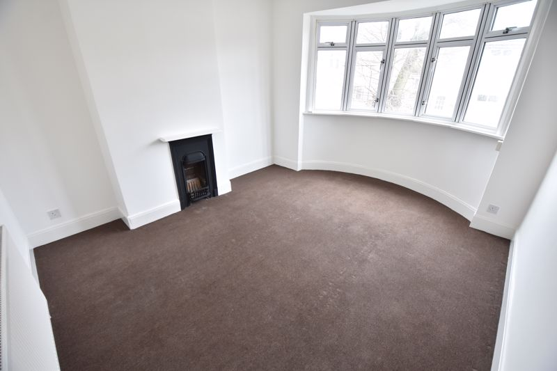 3 bedroom Semi-Detached  to buy in Stockingstone Road, Luton - Photo 7