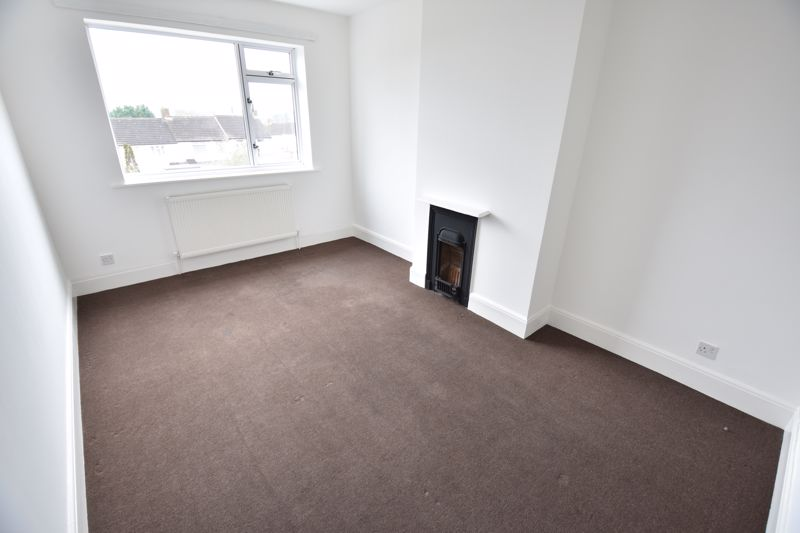 3 bedroom Semi-Detached  to buy in Stockingstone Road, Luton - Photo 8
