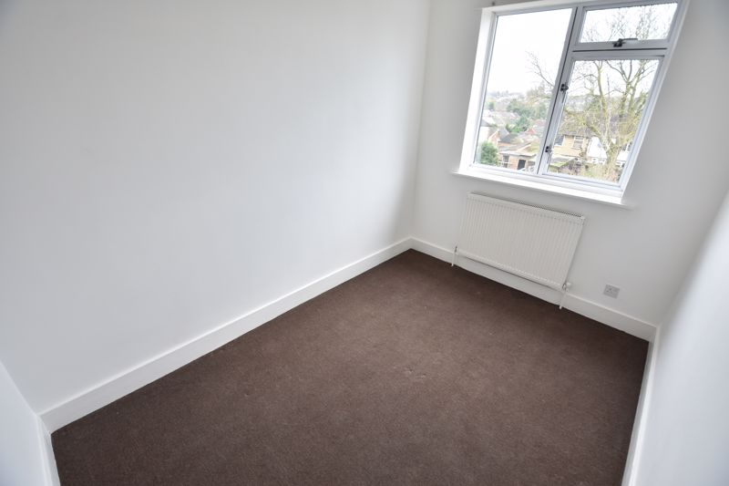 3 bedroom Semi-Detached  to buy in Stockingstone Road, Luton - Photo 9
