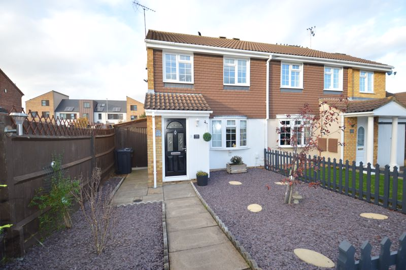 3 bedroom Semi-Detached  to buy in Coltsfoot Green, Luton