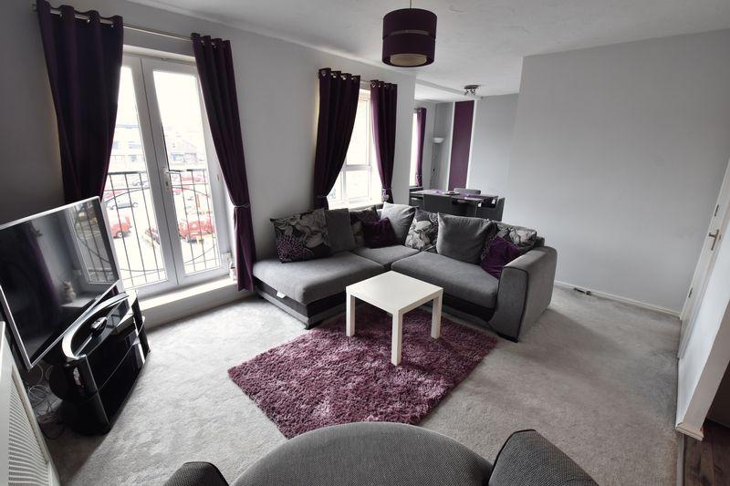 2 bedroom Flat to buy in Grove Road, Luton - Photo 3