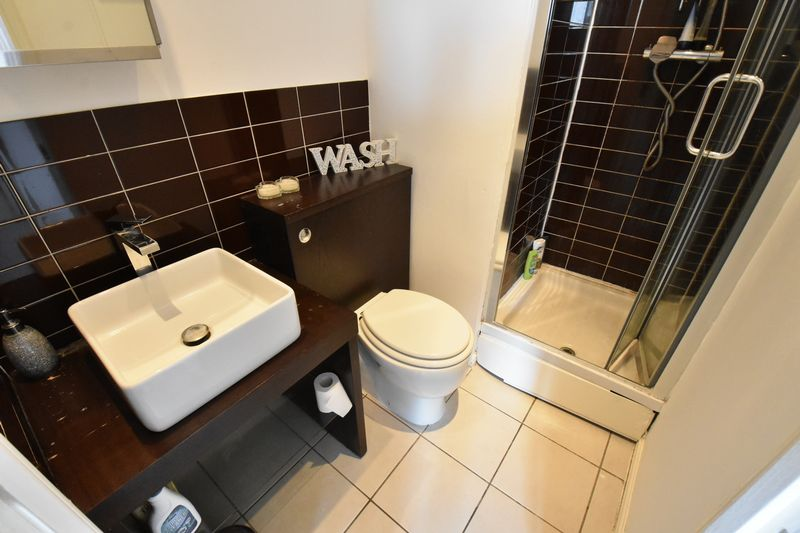 2 bedroom Flat to buy in Grove Road, Luton - Photo 6
