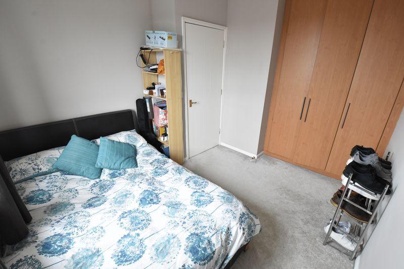 2 bedroom Flat to buy in Grove Road, Luton - Photo 7