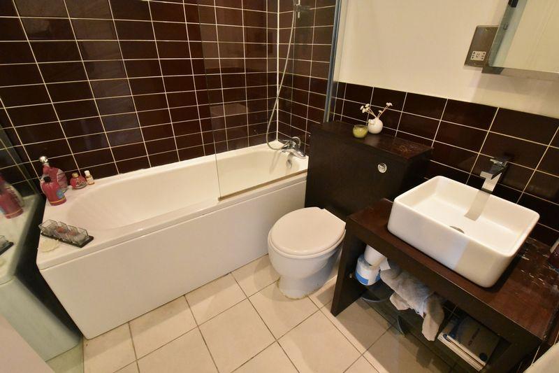 2 bedroom Flat to buy in Grove Road, Luton - Photo 8