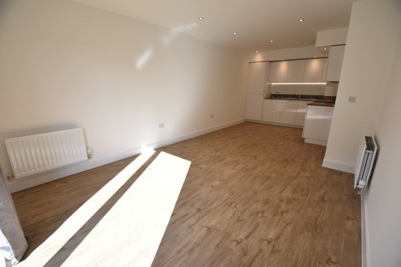 1 bedroom Flat to rent in Kimpton Road, Luton - Photo 1