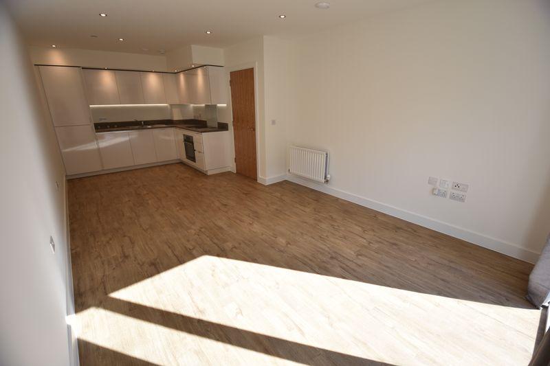 1 bedroom Flat to rent in Kimpton Road, Luton - Photo 2